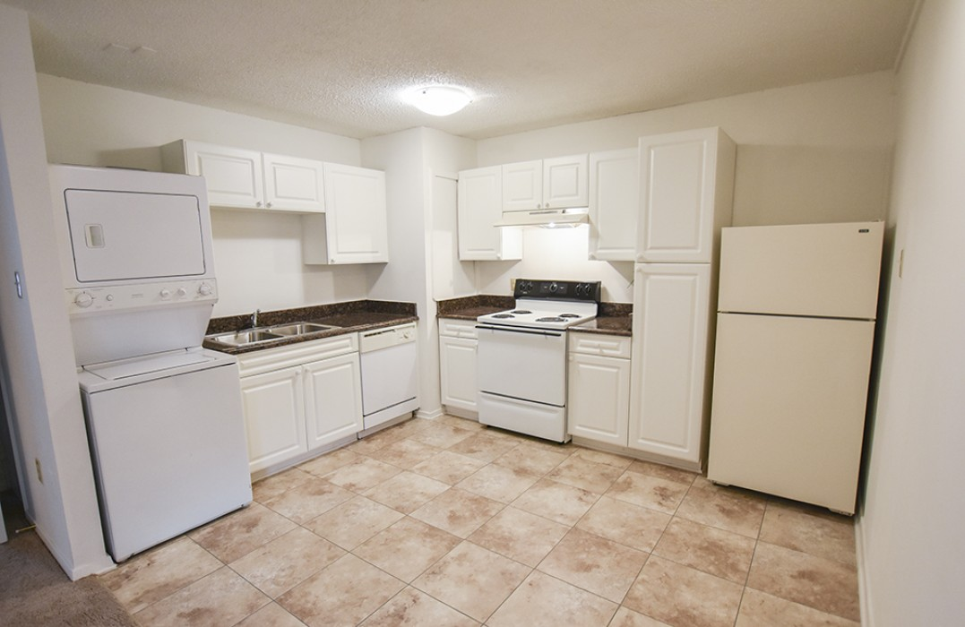 Lafreniere apartments in metairie la 1 2 3 bedroom apartments for rent 1st lake properties for One bedroom apartments metairie